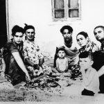Мать Ислама Каримова Санобар-ая в кругу детей и внуков